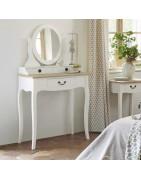 Конзоли и тоалетки за Вашата дневна и спалня от Франция.